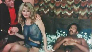 دی سرگرمی خود ايرانى پورن را با یک خروس عالی بزرگ و پول نقد پرتاب ...